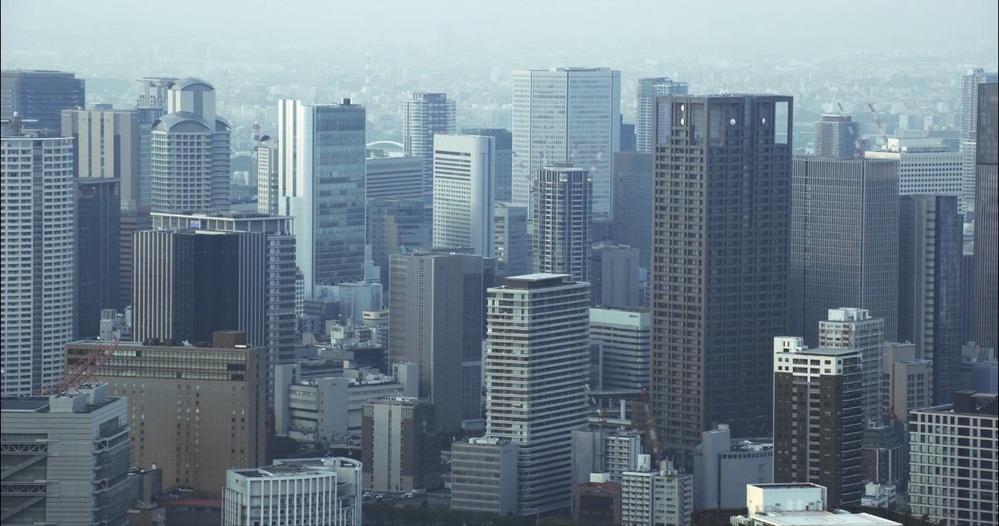 名古屋、福岡、札幌、横浜、神戸を全て足せば、 梅田並みの大都会になりますか? 写真は梅田です。