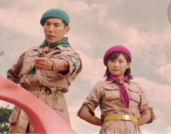 男性に質問。 サントリー『自己防衛団』のCMで、左:俳優・本木雅弘さんの横で後ろに手を組んでいる姿の右:女優・伊藤沙莉さんが可愛いと思いますか?