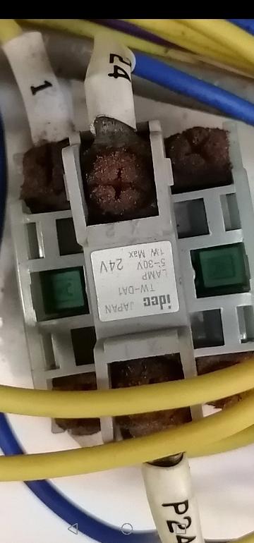 廃盤になっているこの押し釦スイッチの接点(1aや1a1bなど)わかるかた教えて下さい。または代替品わかるかた教えて下さい。