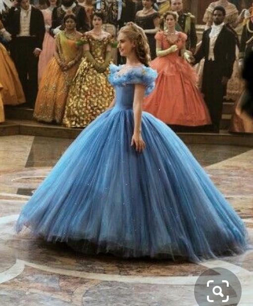 実写版シンデレラのドレスについて質問なのですが、このドレスの円周ってどのくらかいわかる方いますか? 3倍円でしょうか?