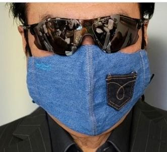 このサングラスのメーカーをご存知の方教えてください。 ちなみにこの方は俳優の高橋英樹さんです。