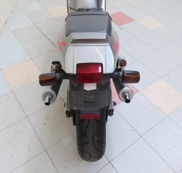 昔のバイクって、、どうしてどれもこれも・・ テール部分が、やぼったいのでしょうか??
