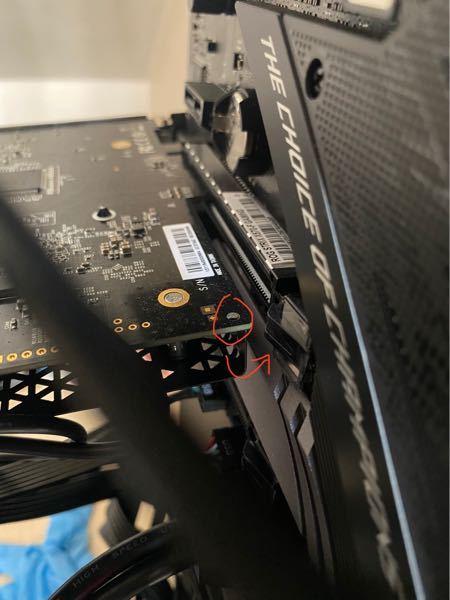僕PC固定金具みたいなのをなくしちゃったんですが、キャプチャーボードのお尻か前か分からないですが、片側の方に穴みたいなものがあるのですが、これを利用してキャプチャーボードを固定とかできないですか...