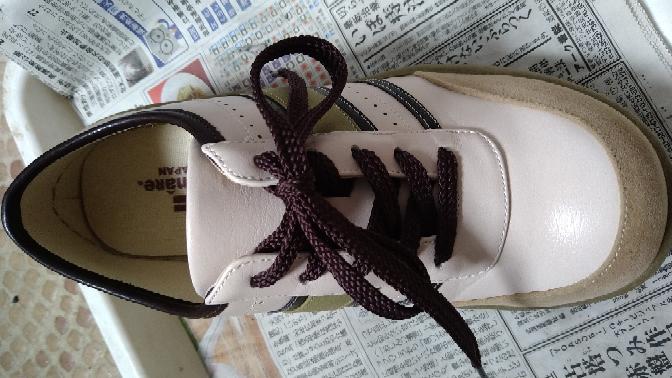 この靴紐の素材は何でしょうか? ツルツルしていて、ツヤ感のある感じなのですが…