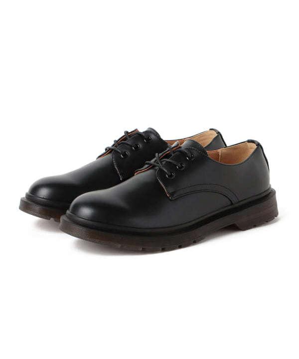 こんにちは、今年から高校になった男です。 私服にこのような革靴は合いますか?また、高校生が革靴を履いてると変でしょうか? 回答よろしくお願いします。