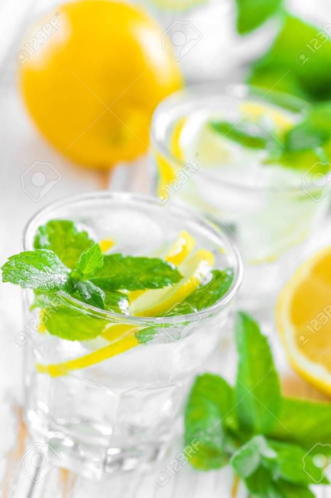 レモンを使った好きな飲み物を教えて下さい。 レモネード、レモンスカッシュ、レモンティー・・・などなど。 色々ありますが。