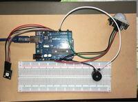電子工作初心者です。arduinoで「人感センサー」と「圧電ブザー」と「3色フルカラー SMD LED」を使って防犯ブザーを作りたいのですが、人感センサーで人間を検知してブザーを流すスケッチは完成したのですが、それと 同時にLEDを光らせることがどうしても出来ません。 LEDの方は公式のサンプルプログラムを使用し、それをそのまま最初に作ったプログラムに書き込んだだけなのですが、上手く稼働しま...