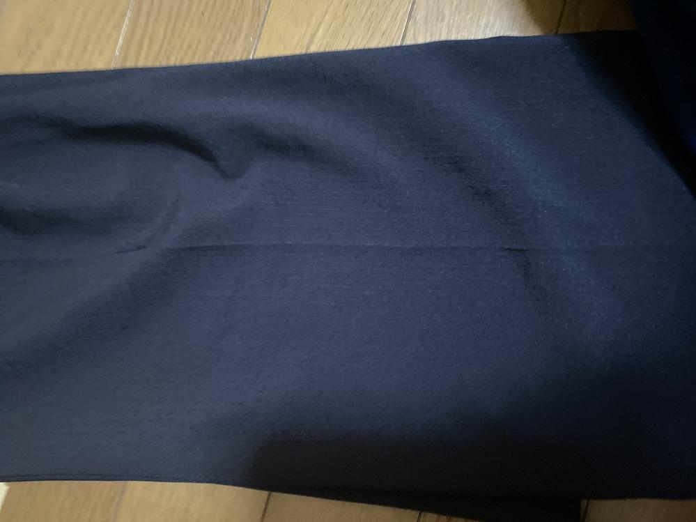 至急回答願います。 写真のような紺色にストライプが入ったスーツで看護師採用試験を受験しても大丈夫でしょうか。