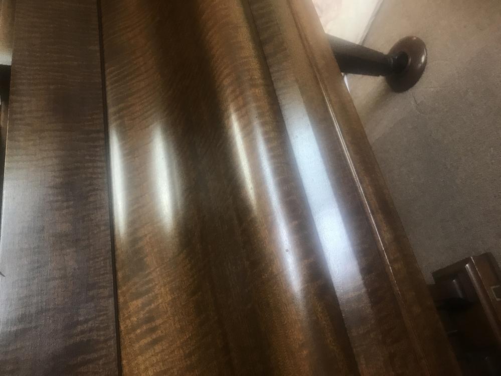 このピアノの材木は何かわかりますか。 100年ぐらい前のピアノです。 木目と反対方向にも木目のようなものが入っています
