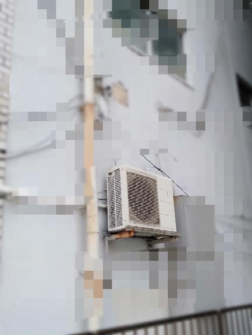 エアコンの室外機取り付けと古いエアコンの処分について。 3階建ての中古のRCに住んでいます。家族の持ち家でお隣はマンションです。 2階が自分の部屋で、エアコンが壊れてしまったので新しい空調を設...