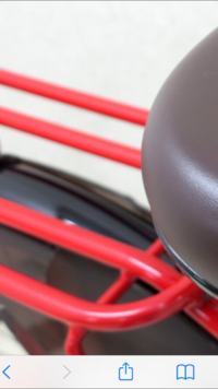 自転車後ろ椅子にカゴを装着するのに 自転車、通常の銀の後ろ椅子よりも 座るとこの棒が太い後ろ椅子の方が付ける際に付けづらいですか? カゴ固定方は、だいたい横穴4列を2箇所留めを前の方、後ろの方2箇所づつ留めるかと思い棒が太く、棒の間隔が邪魔して穴の位置が合わなくて付けれないものでしょうか? 解る方教えてください  カゴは着脱式の収縮したり伸びたりするものを使います。