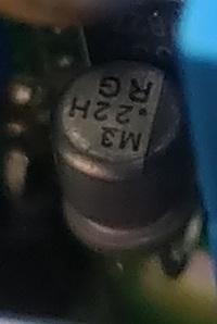 基盤のコンデンサー交換をしようと思っていまして、導電性高分子固体電解コンデンサだと思うのですが、表記がわからないので、 わかる人教えていただけませんでしょうか?