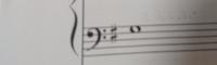 至急です! ト長調の音楽のヘ音記号の読み方なんですが、こちらは「ラ」で合ってますか? 音楽経験がなく、ト音記号の「ラ」のところを「ド」で読むという知識しかなく、少し経験のある父に、ト長調だから「ソ」のところが「ド」だよ、と言われたのはいいんですが(その言葉の意味もよくわからないんですが。) その通りラで弾くと、原曲と合わせるとずれてるような気がして…。(なのでこの画像のところもソで弾いたほう...