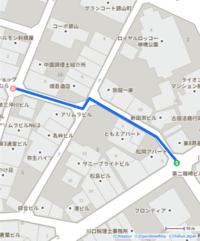 一方通行について https://goo.gl/maps/JegV4FfeCje7rnZZA この場所はgoogleマップだと一方通行になってますが、標識を見ると一方通行ではないですよね? また、画像のルートは真ん中の交差点で逆走になるため通れないと思うのですが合ってますでしょうか?