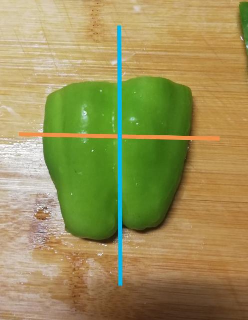 ピーマンの切り方で美味しさが変わると聞きました。 美味しい切り方は青線ですか? オレンジ線ですか? …というか、切り方で美味しさが変わるのですか?