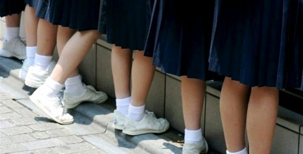 靴下を折っているとお洒落に感じます。 同じような人はいますか。 はじめから短い靴下ではなく、長い靴下をそのまま伸ばしてはくのでもなく、わざわざ折るのはどうですか。