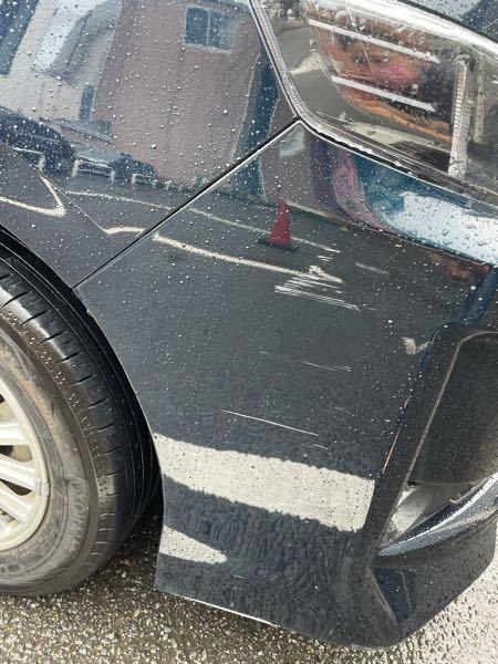気づいたら車に傷が出来ていました…。 前に自分で擦ってしまったのは直しましたし、今回は擦ったたりしていません。 何に付けられた傷に見えますか?(;_;) 悔しい…!!