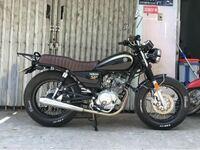 バイク詳しい方に質問です。 yb125spのシートのメーカーなどわかる方居ますか? このシートを探してます
