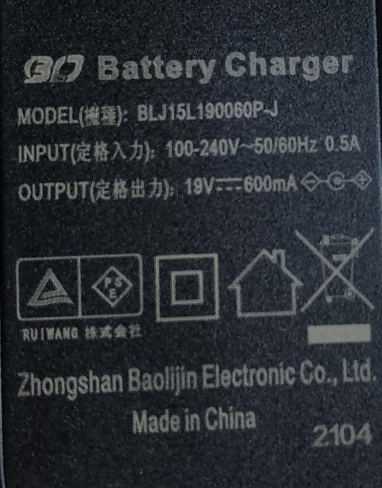 kyvolの掃除機を購入し使用しています。 付属の電源アダプタ(充電台)のコードが切れ充電出来なくなってしまいました。 中国製品と記載がありネットで機種を入力してみましたが同じものを探す事が出来ませんでした。 機械に疎く電源アダプタの代用を探す際はどのように調べれば良いのか分からず困っています。 定格入力 100-240V〜50/60Hz 0.5A 定格出力 19V 600mA と記載があります。 どの製品が使えるか教えて頂きたいです。 よろしくお願いします。