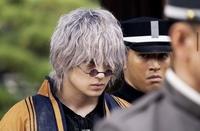 実写版るろうに剣心で真剣佑さんが演じている雪代縁の髪色にするにはブリーチは何回くらい必要ですか? またいくら位かかるのか教えて欲しいです(><)