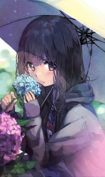 【大喜利】まいくNHです。 . 梅雨を彩る、鮮やかな花、 「紫陽花(あじさい)」。(^^) 昔から、霊力が宿ると言われ、魔除けにも使われるこの花、 まあ色味はキレイだけど、匂いはちょっと青臭いの、ご存知ですか?(^^; で、そんな紫陽花の花を、 さっきからしきりに、くんかくんか、嗅いでる女の子がいます。 彼女の意図は・・・何か、あるんでしょうか。(-_-) [例] 「僕の、イカ臭いから。(-_-)」 って、奥手の彼、ちっとも触れさせてくれないけど・・・うん、やっぱり! 「違うよ、紫陽花の香りなんだよ?」 って、言ってあげよう。(#^.^#) そして、今夜こそ・・・。