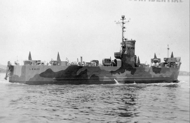 なぜこの揚陸艦(LSM-210)の右舷のスクリューは時計周りなの❓「