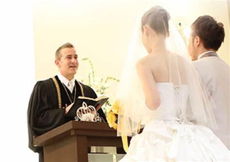 大喜利。結婚式で牧師さんのセリフにアドリブが入りました。そのアドリブとは?