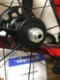 スルーアクスル規格のロードバイクにこのホイールをはめたいです。ゾンダDBです。どのようにしたら良いですか。また工具が必要ならそれも教えて欲しいです。