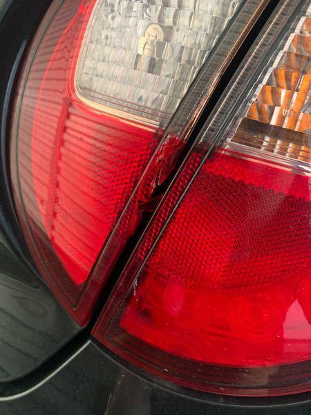 バックで駐車している時にテールランプが割れてしまったのですが、修理費はどのくらいかかるでしょうか? 車種はあるとラパンです。