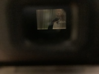 Nikon d70のファインダーを覗いたときに一部暗くなっています これはレンズが悪いのでしょうか ミラーに一部も変わっていますがこれは何でしょうか