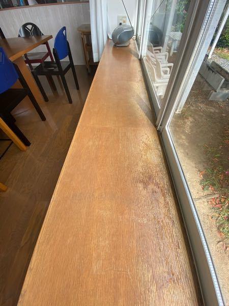 出窓の板がボロボロ。綺麗に補修する方法を教えて頂かませんか?又、業者を紹介してもらえませんか?