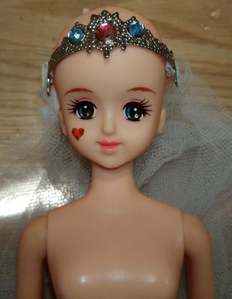 ジェニーなんですが、元は何ジェニーちゃんだったのか分かりますか? 今から、メンテナンスする所です。 頭の刻印は「9K02」 背中に「TAKARA JAPAN」 画像のカチューシャに、ウェディン...