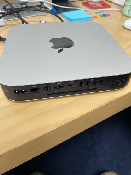 Mac製品に詳しい方お願いします。 2010年製のMacMiniをメルカリにて購入しましたが、MacBookproとの接続は出来るのでしょうか? 色々試して見ましたが接続できません。(MacMiniに入ってるLogicproを使いたい)どうすれば良いですか?
