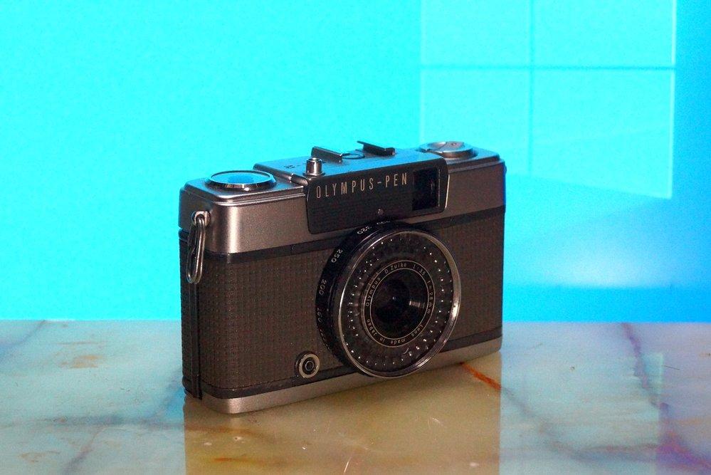先月から、フィルムカメラのレトロっぽいヤツが、さっぱり売れません。 たぶんコロナの影響、・・・ それとも、もう美少女の間でのレトロなフィルムカメラの流行は去ったのでしょうか、?? コロナが去れば、また再開しますかね、ブーム。