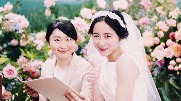 ゼクシィ相談カウンターのCMに、堀田真由さんが出てると思うんですけどその隣にいる女性は誰でしょうか… 名前を教えてくださると嬉しいです。