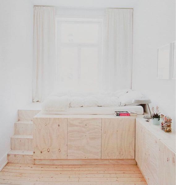 これから建てる新築戸建てについてです。 子供部屋なのですが写真のような布団を敷く位置に段差を作るのはどう思いますか? 階段もあり可愛らしいなと思っているのですが。。 皆様の意見お聞かせください。