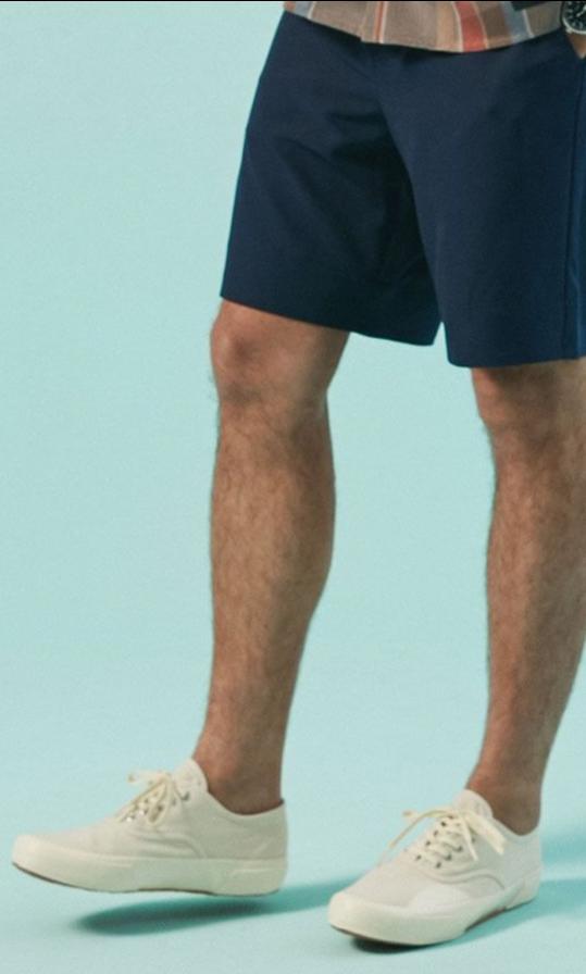 モデル パトリシオさんの履いているスニーカーを探しているのですが、どなたかこのスニーカーのブランド分かる方いらっしゃいますか?