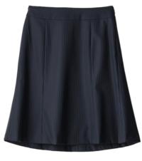 娘が学校の先生の真似をしてスーツのスカートを買ったのってどうでしょう?学校に穿いていくのは変ですよね? 小6の娘なのですが158cmくらいあってそれなりに高身長です。着ると案外違和感はないです。隣のクラスの担任がスーツのスカートを着ているのを見て欲しくなって、同じスカートを洋服の青山で買ったようです。写真のものになります。ちゃんとお小遣いで買ったみたいで安くなるタイミングも見極めていたらしい...
