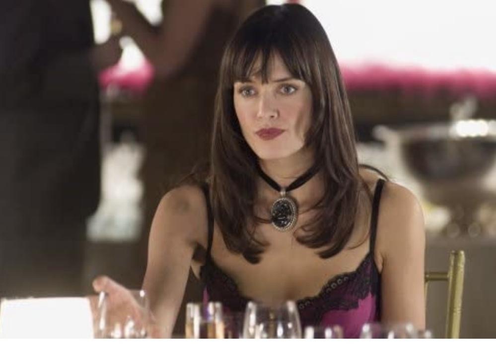ハルベリー主演 『パーフェクトストレンジャー』に出演した美貌のレズビアン秘書役の女優名を教えてください。