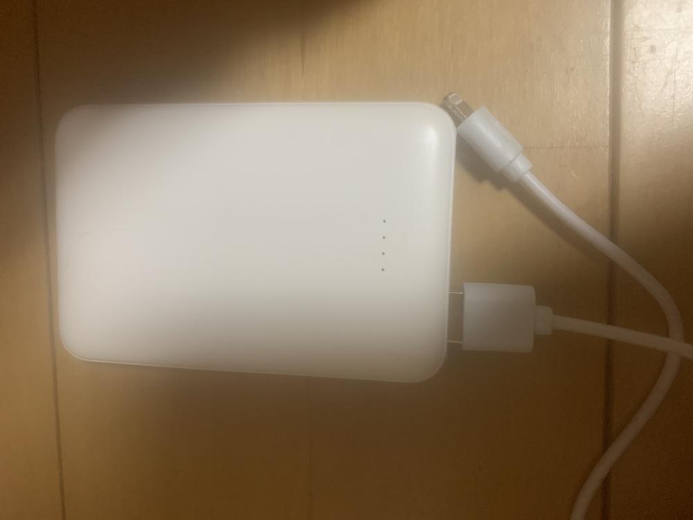 モバイルバッテリーのケーブルが入らなくて充電出来ないんですけど、どうすればいいですか?