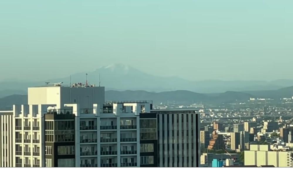 名古屋駅から見たこの富士山みたいな山は何ですか?