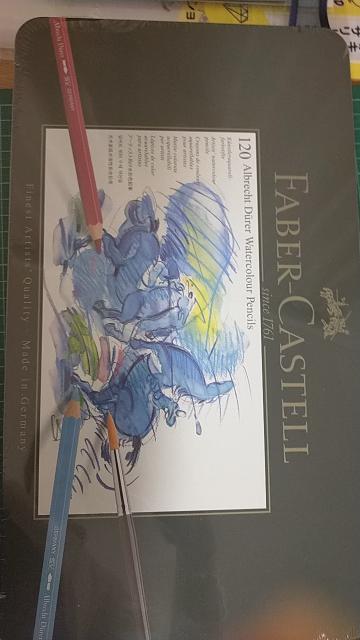 プラ板に水彩色鉛筆を水で溶かして描くとムラができたりしませんか? 水性ペンなどで描かれてる方はいらっしゃると思うのですが、 水彩色鉛筆を水で溶かして描かれてる方は見かけないので、どんな仕上がりになるかご存じの方教えて頂きたいです。 ポリクロモスと間違えて購入したものの、水彩色鉛筆にも興味があったので、交換してもらおうか悩んでおります。 よろしくお願い致します。