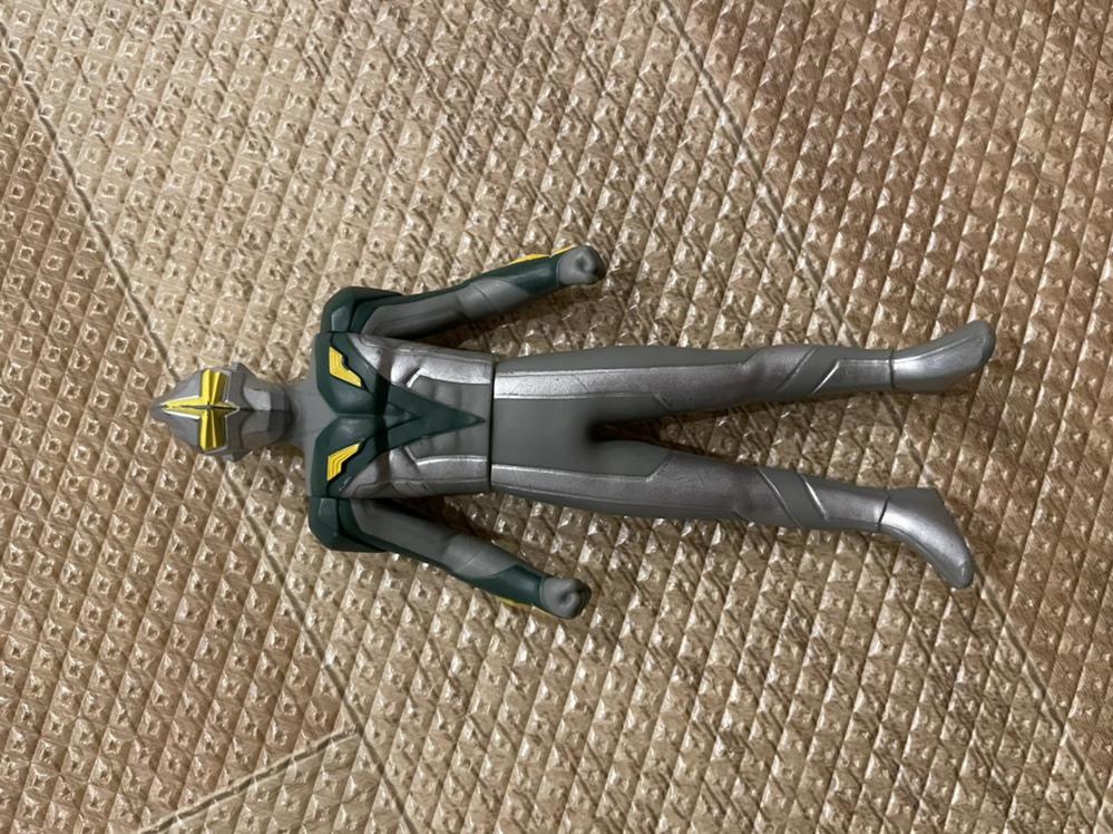 このウルトラマンの名前分かる方いませんか?子供のおもちゃなんですけど、ネットで調べても中々見つけだせなくて(>_<)