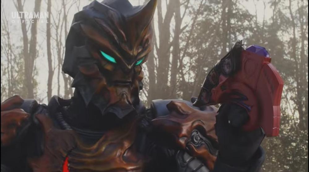 """アニメや特撮作品の中で「主人公が持つアイテム・武器を基に作られた」と聞き、思い浮かべるのは何ですか? 下記は『ハルキから奪ったウルトラゼットライザーを基に闇の力を宿した""""ダークゼットライザー""""を生みだすジャグラー』です。"""