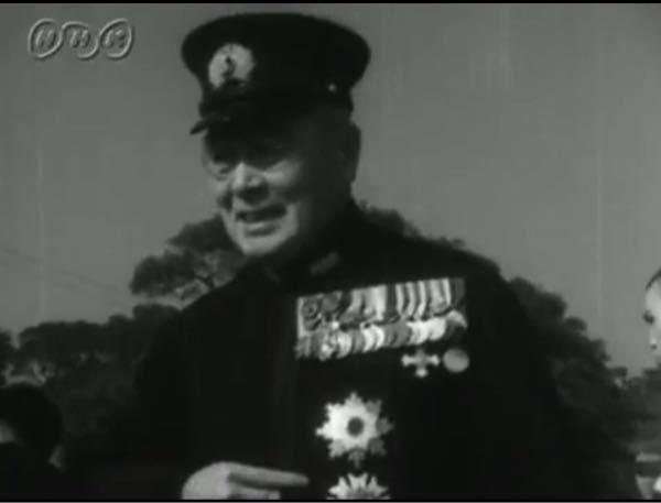 これ誰か教えていただいてよろしいでしょうか。紀元二千六百年記念式典の映像に出てきた人です。海軍の軍人かと思われます。