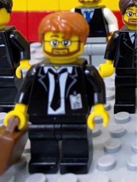 LEGO(レゴ)ミニフィグ 写真のミニフィグを探しています 何に入っていたもので何処で入手できるかわかる方居られませんか? 写真はヤフオクでまとめ売りされていた一体で、これを3体探しております…