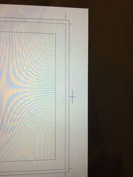 クリスタについて、緊急です。コミックファイルを使う時に出てくるこの線を薄くしたいのですがやり方はありますか?