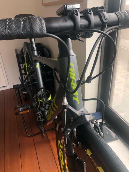 今乗っているロードバイクにエアロハンドルを導入しようと思っています。RXL SL カーボンハンドルです。内装できるハンドルなんですが、写真のケーブルを「どうにかして」内装させることはできますか? また、その時必要なものはなんですか?