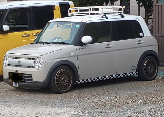 この車の車種を教えてください。