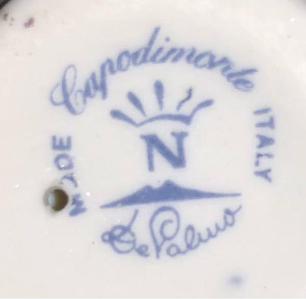 花の陶器のミニチュアの裏に描いてある印なんですが、なんの印かわかる方教えて下さいませんか?